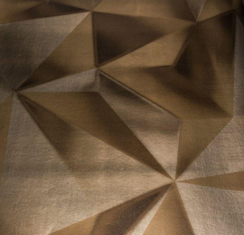 Arany színű tükröződő felületű geometriai mintás tapéta