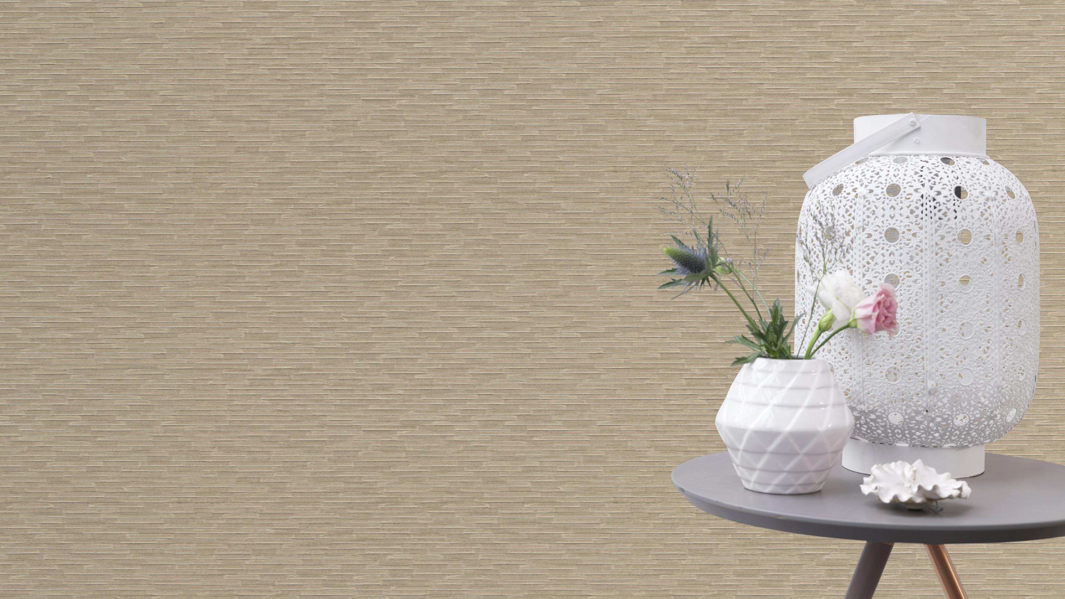 Bézs színű vízszintes csíkos tapéta gyöngyházfénnyel