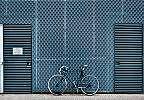 Fali poszter falnak támasztott bicikli mintával loft hangulatban