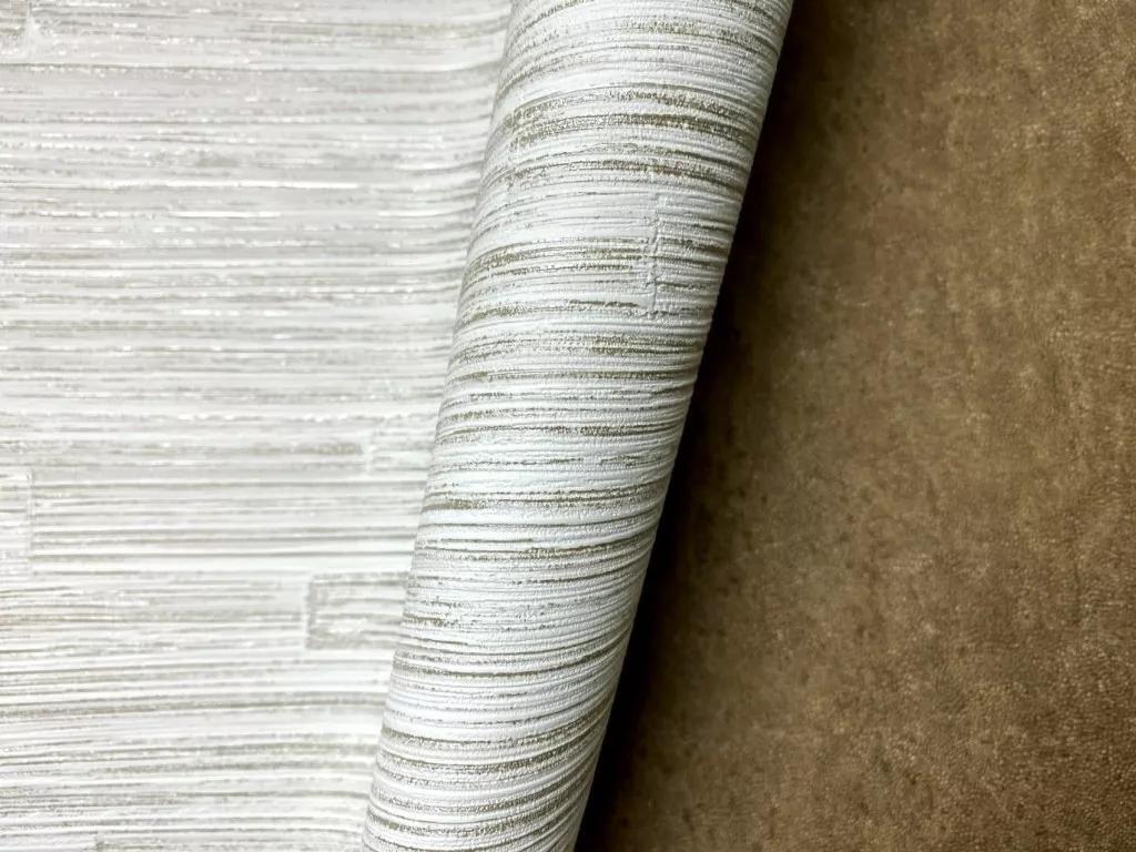 Fehér arany csíkos mintás modern vlies tapéta