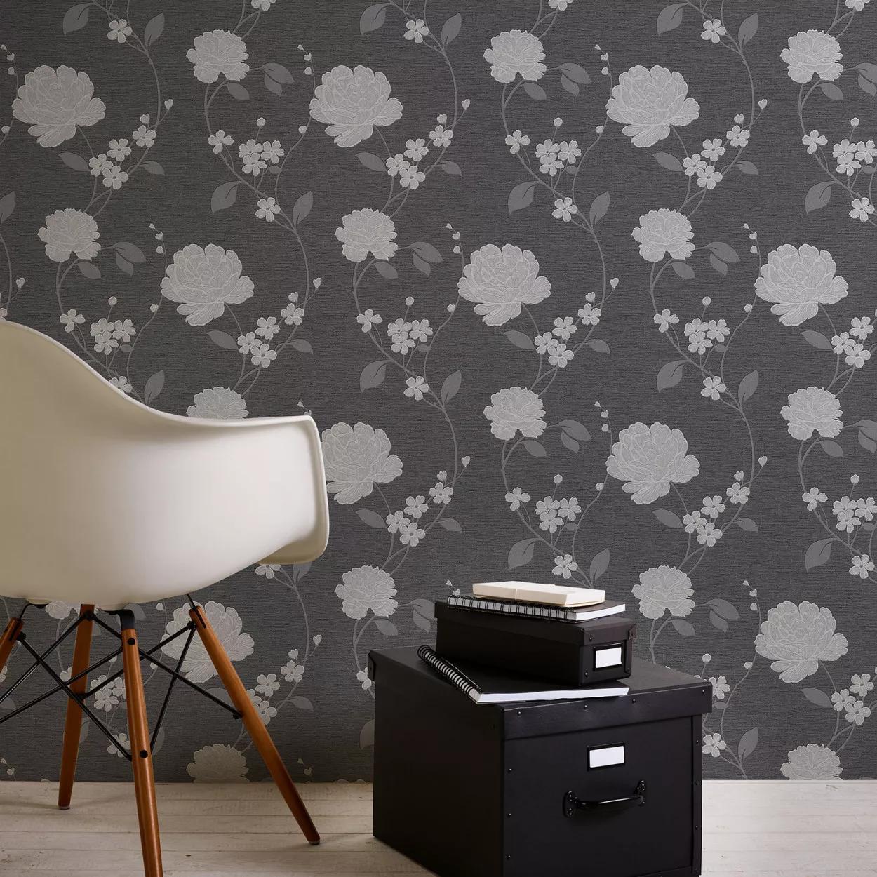 Fekete ezüst virágmintás tapéta klasszikus stílusban