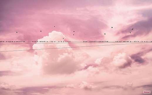 Fellegek felett, rózsaszín romaintukus hangulatú fali poszter