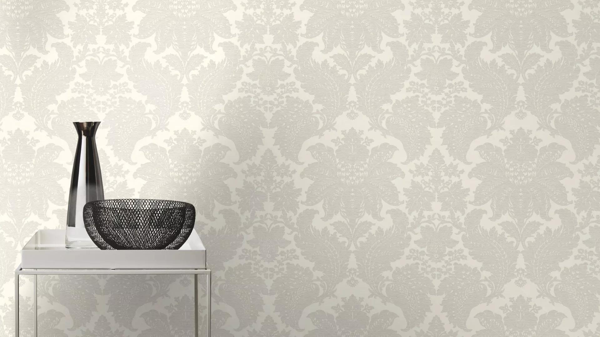 Klasszikus barokk mintás vlies tapéta krém színben..