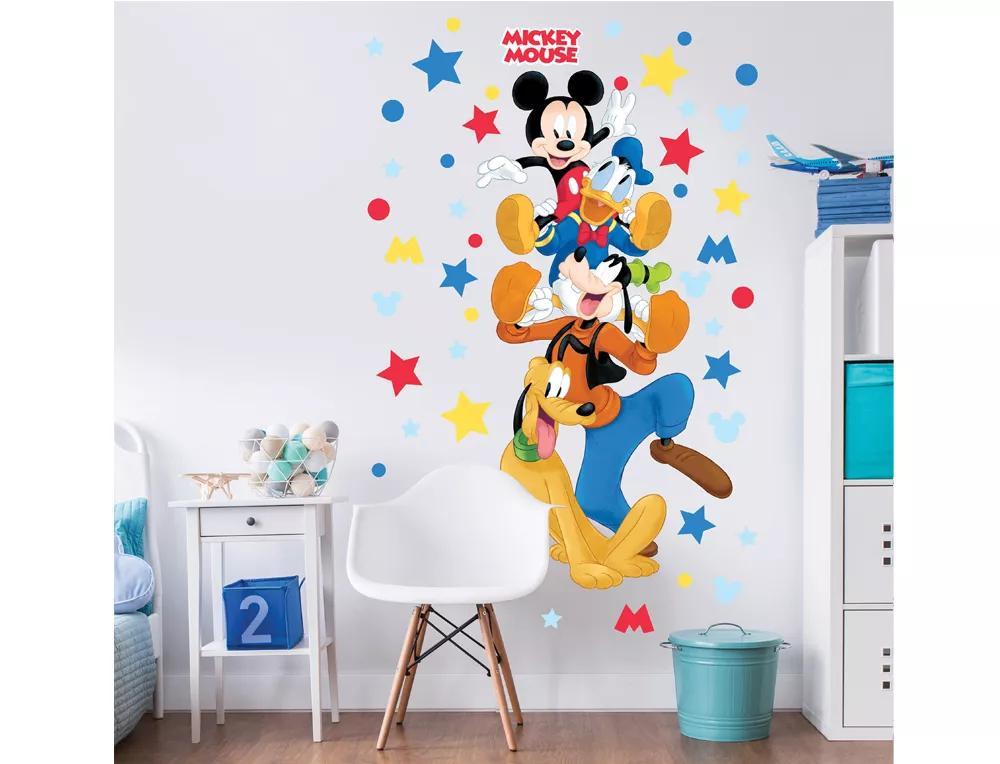Mickey Egér, Gofi, Plutó kutya és Donald kacsa egy óriás falmatricán