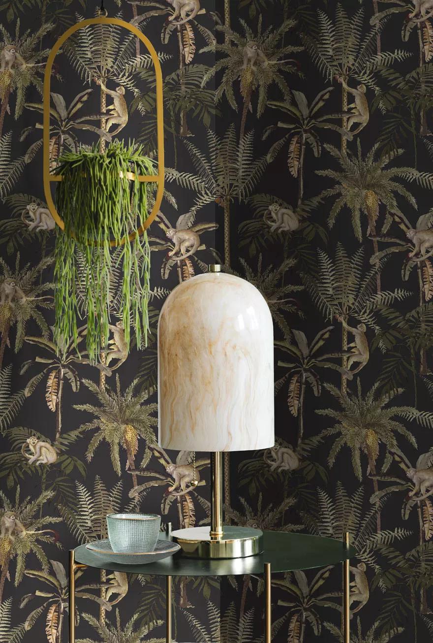 Modern trópusi hangulatú pálmafa és majom mintás vlies tapéta