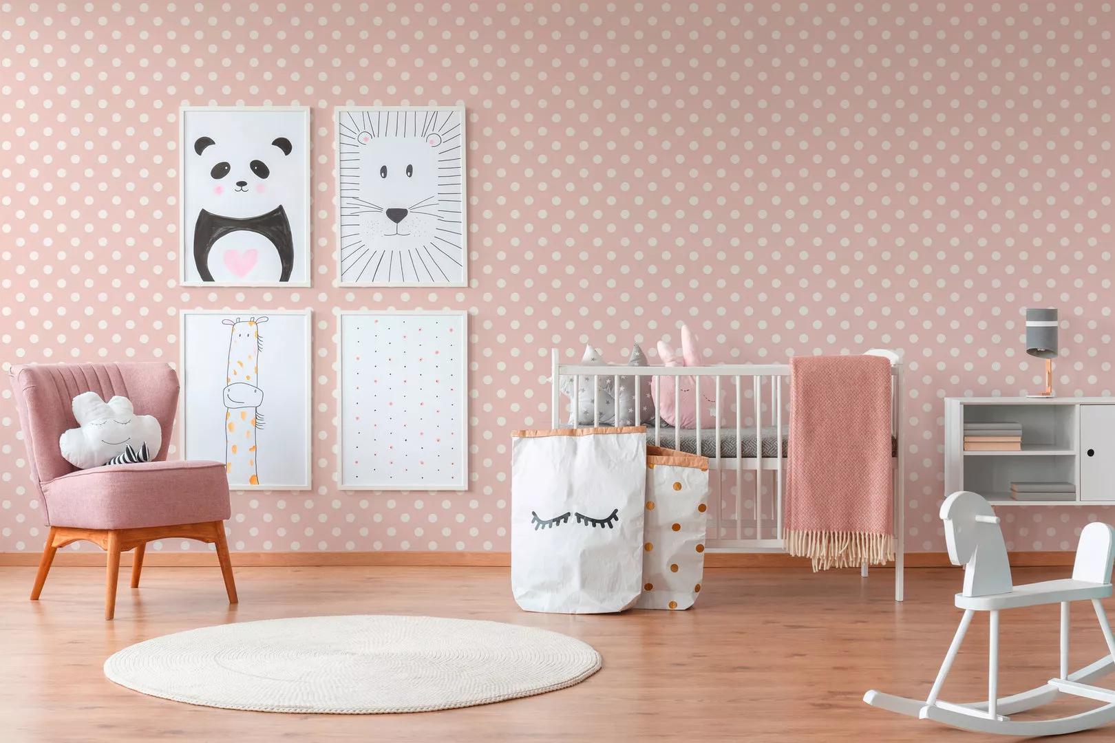Pöttyös mintás gyerek tapéta rózsaszín alapon fehér pöttyös mintával