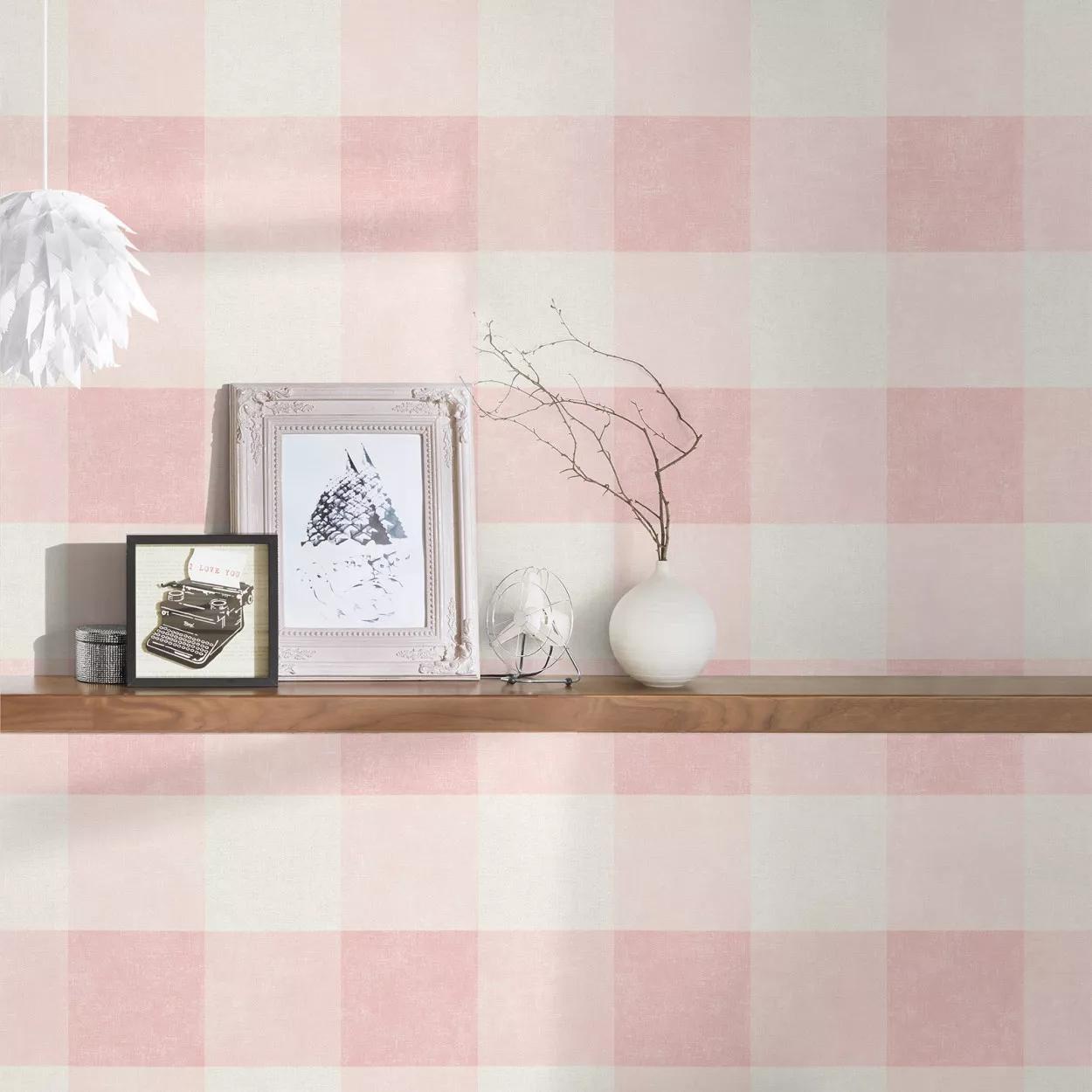 Rózsaszín kockás mintás vlies tapéta