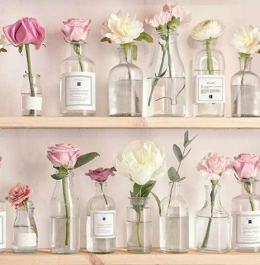 Rózsaszín polcos, virágmintás vintage hangulatú tapéta