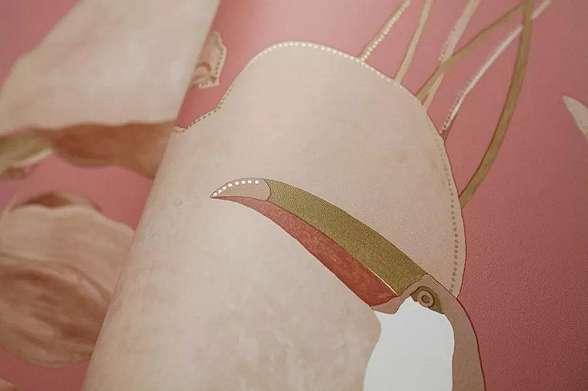 Rózsaszín skandináv stílusi egzotikus pálma és madár mintás vlies design tapéta