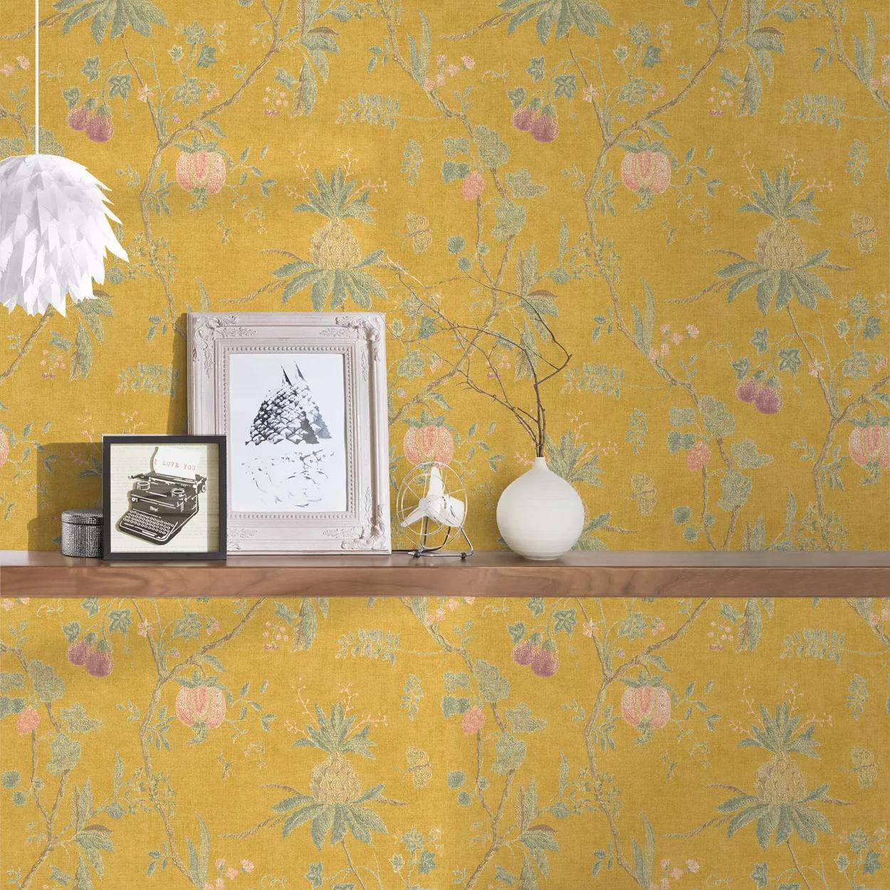 Sárga vlies tapéta trópusi virág mintával