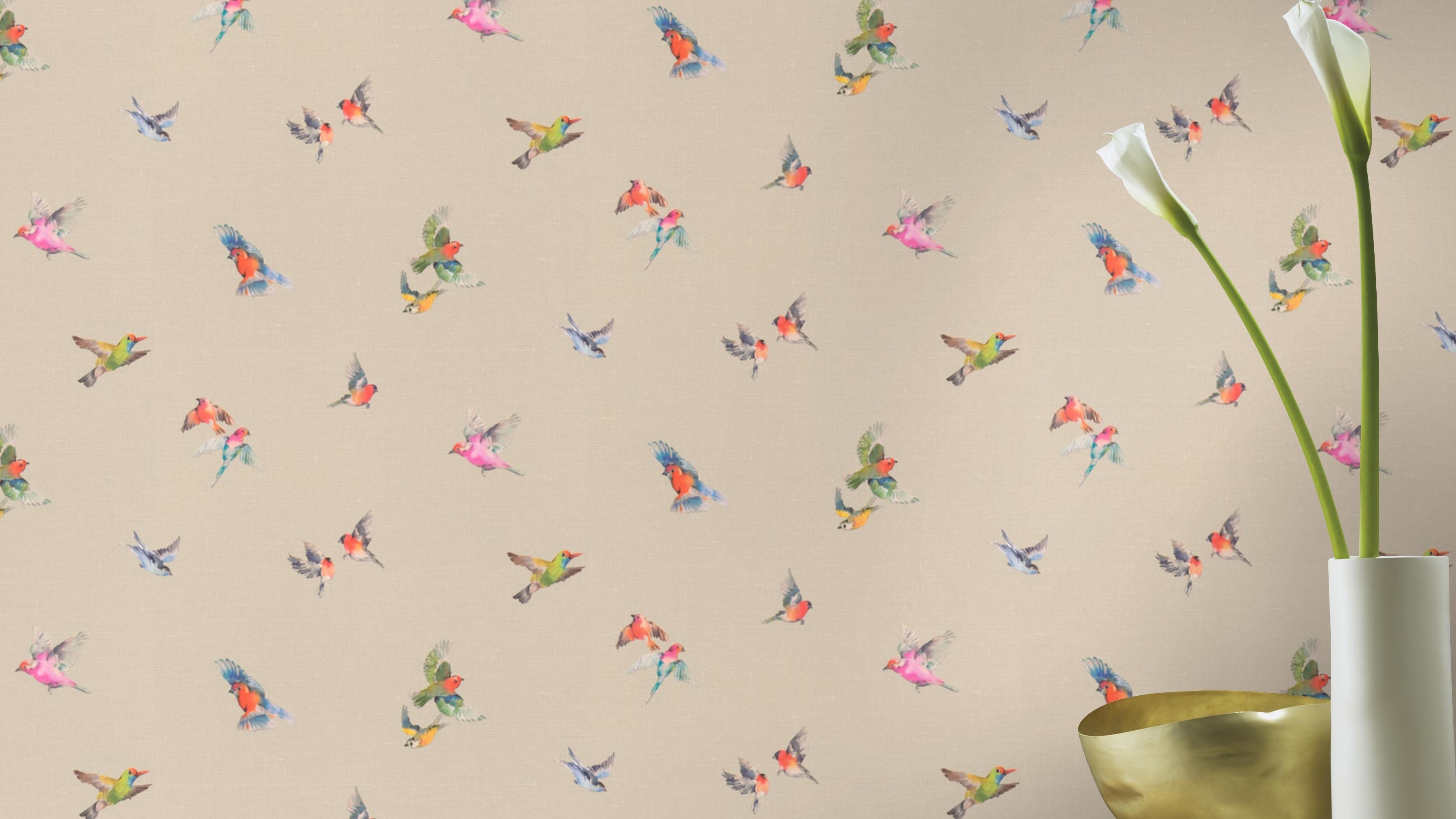 Színes madár mintás tapéta bézs alapon vintage hangulatban