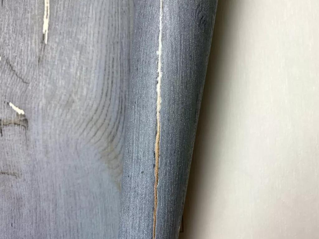 Szürkéskék deszka mintás vlies tapéta arany metál effekt foltokkal