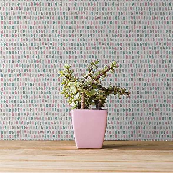 Tapéta színes sürű geometrikus mintával skandináv stílusban