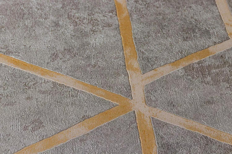 Tapéta szürke alapon arany csíkos geometriai mintával modern enteriőrbe