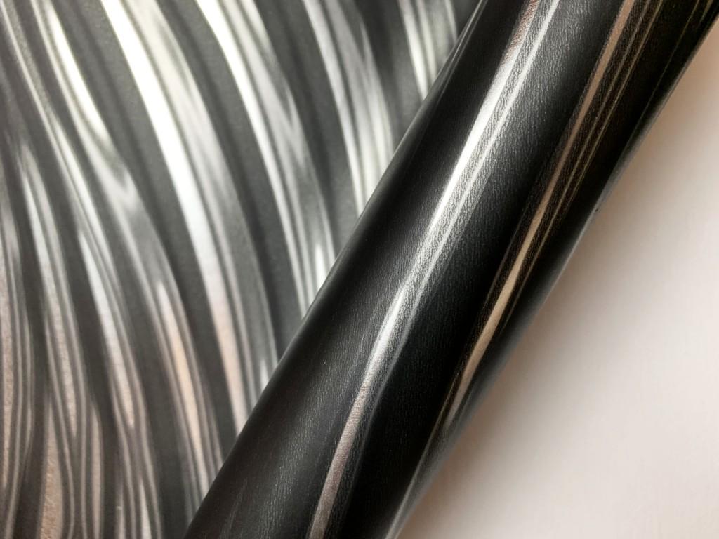 Tapéta tükrözödő felülettel ezüst színben csíkos mintával