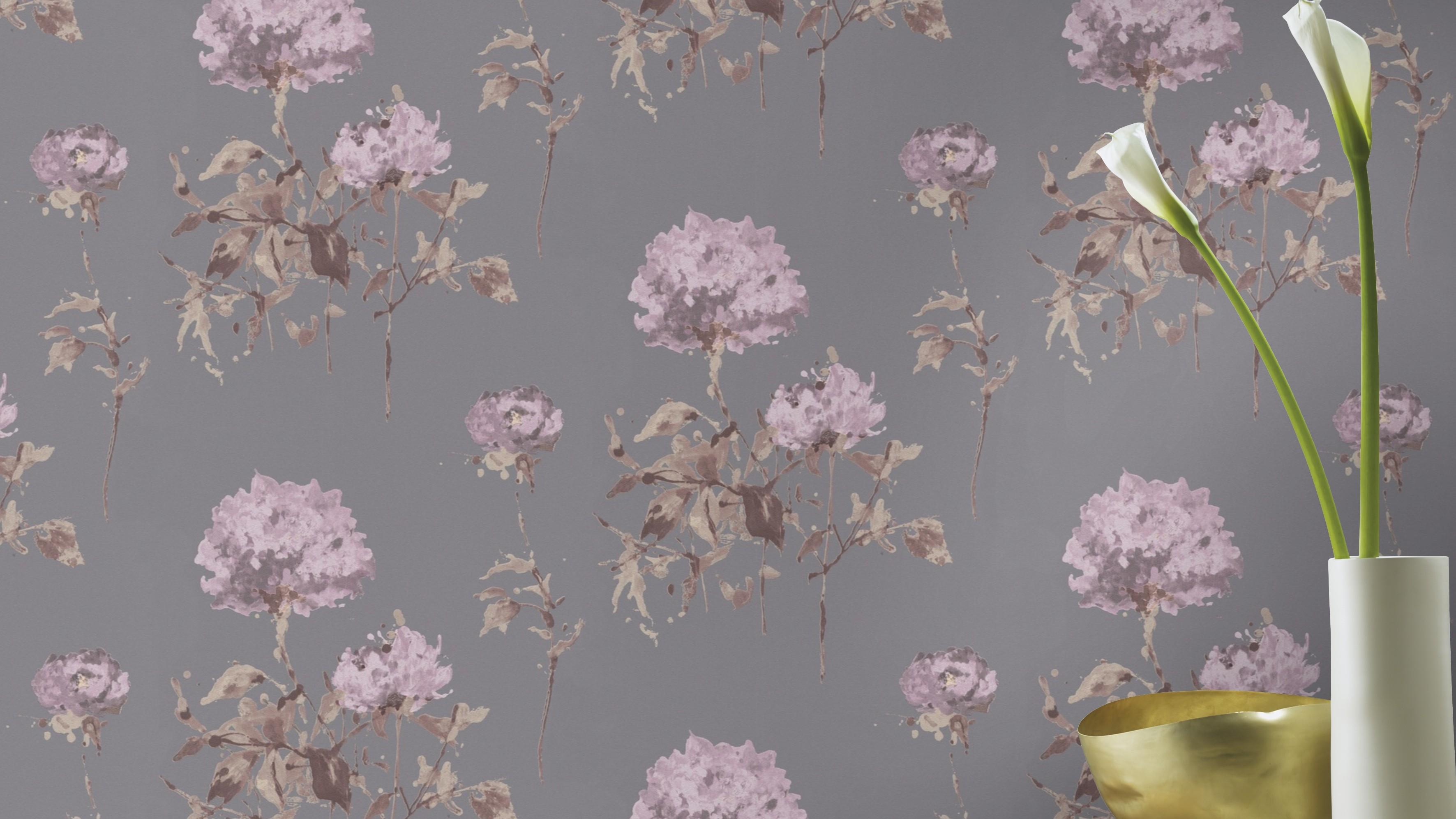 Virág mintás tapéta szürke alapon lilás árnyalatú virágokkal
