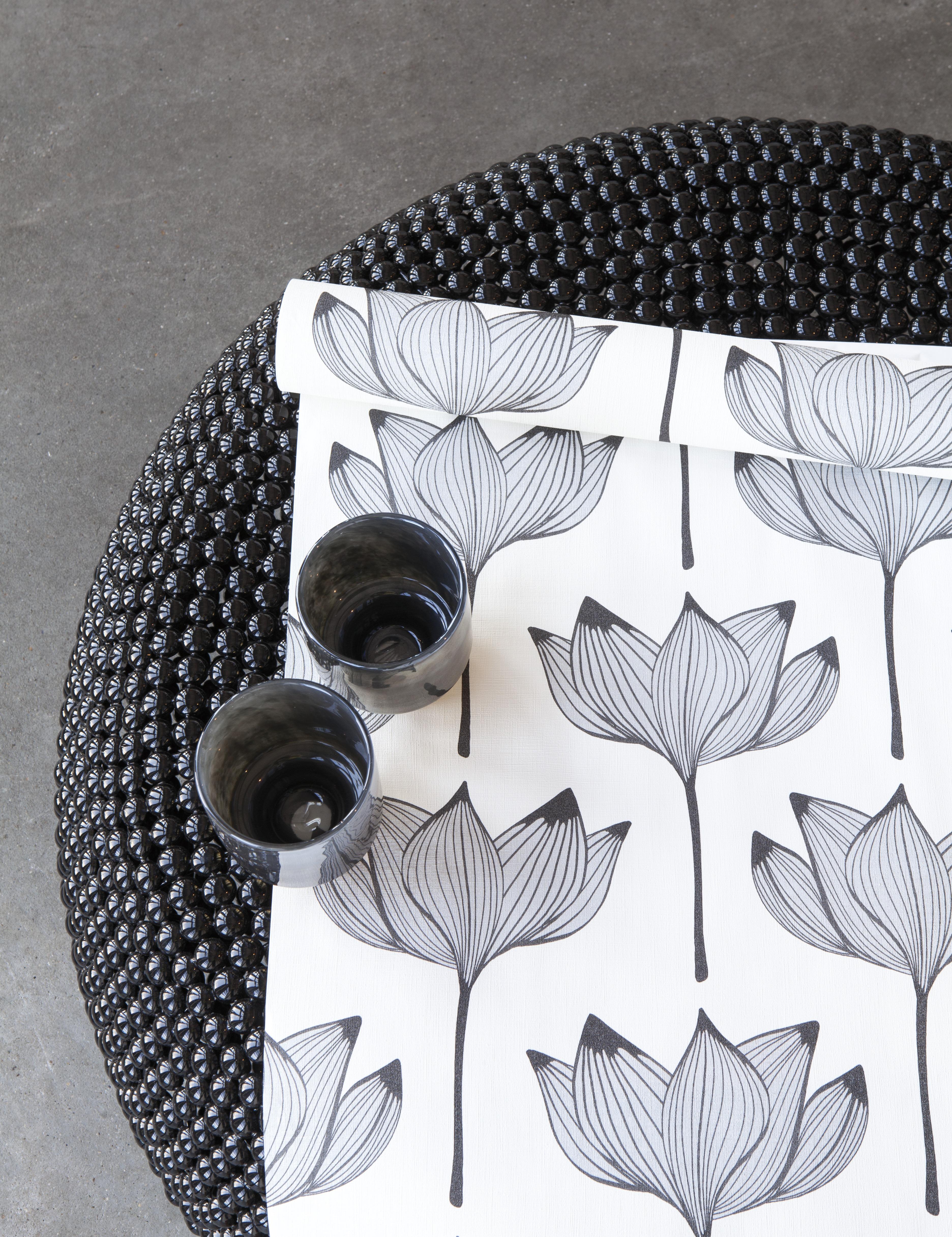 Virágmintás tapéta minimalista skandináv stílusban