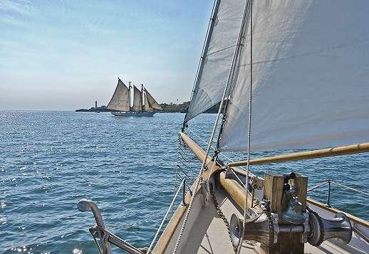 Vitorlás hajó a tengeren fali poszter